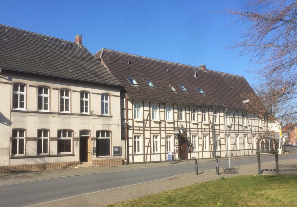 Die Gaststätte Hagedorn (rechts)